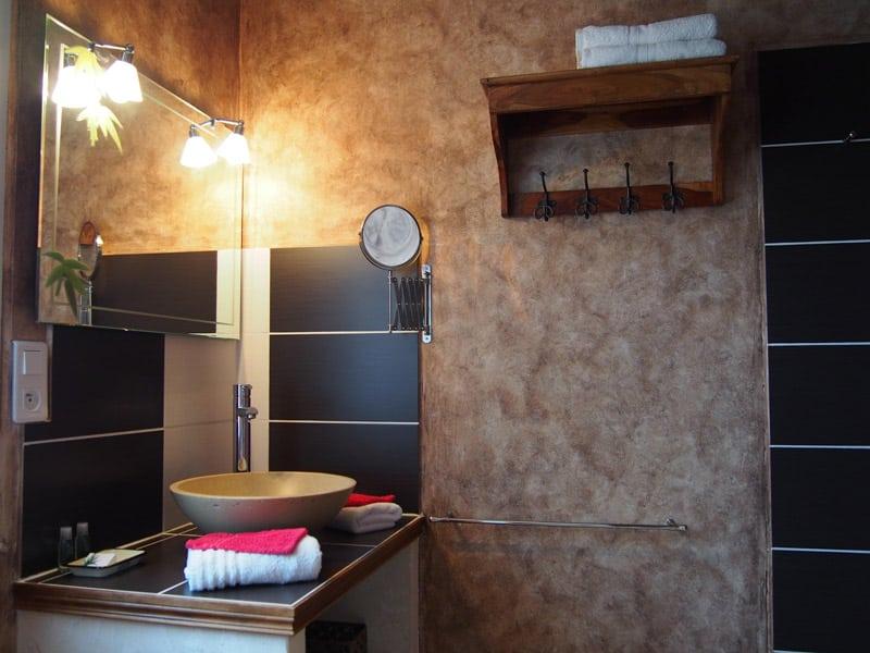 glycine chambres d 39 h tes lacoste le clos des lavandes. Black Bedroom Furniture Sets. Home Design Ideas