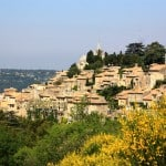 The sweetness and light characterize the Luberon, country of castles but also hilltop villages like Bonnieux