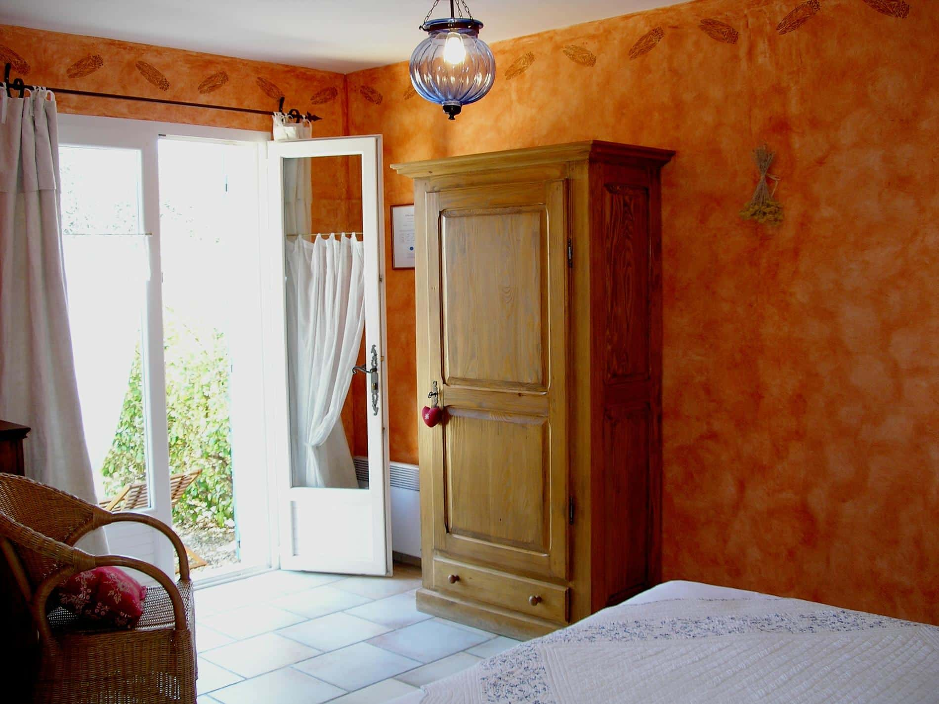 Cigale cheap bed and breakfast Luberon