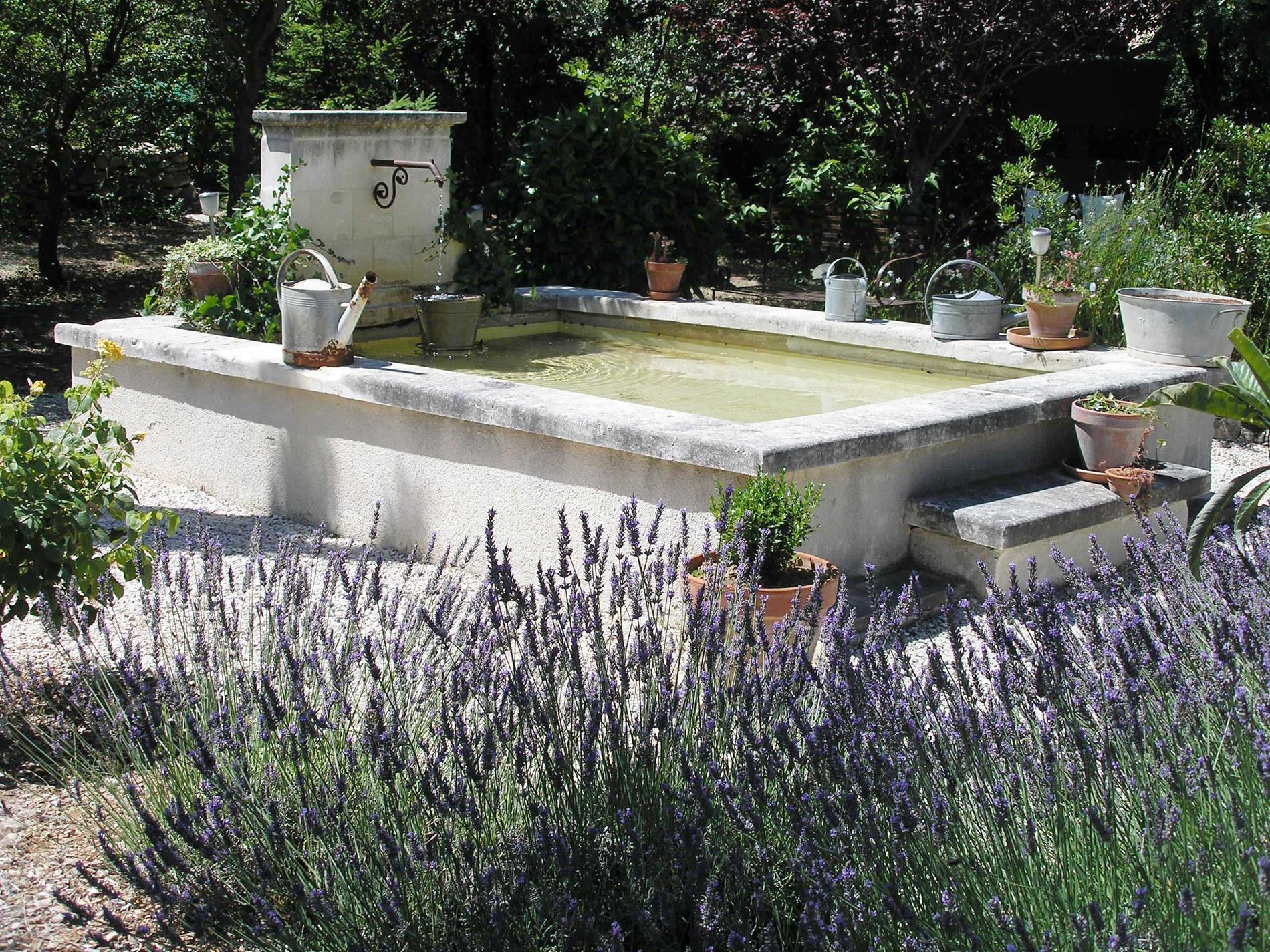 Fontaine Le Clos des Lavandes Lacoste