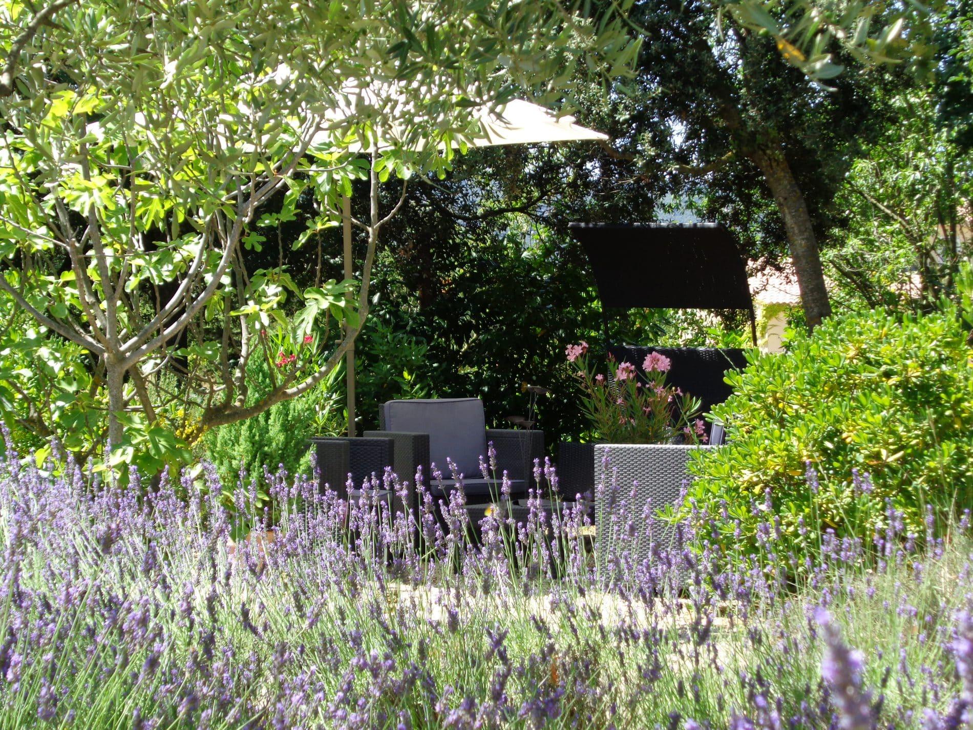 Le jardin constitue un espace de détente et de sérénité